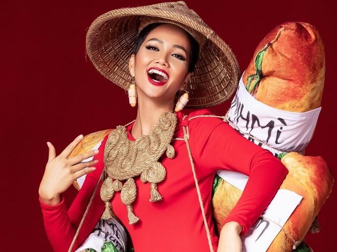 Trang phục hoa hậu:  Chọn truyền thống hay phá cách?