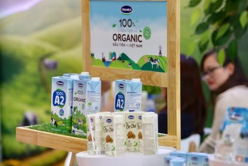 Quỹ sữa Vươn cao Việt Nam mang 1.540.800 ly sữa  ấm áp tình thương đến khắp các tỉnh thành
