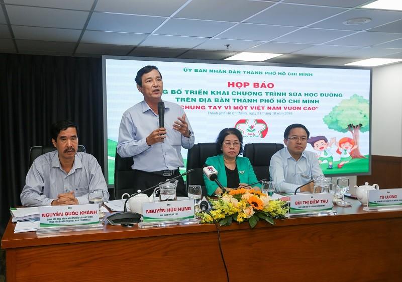 TP Hồ Chí Minh: Chính thức triển khai chương trình sữa học đường tại 10 quận, huyện