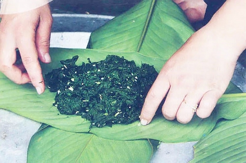 Lên Tây Bắc thưởng thức món rêu nướng độc đáo và đặc sắc của đồng bào người Thái