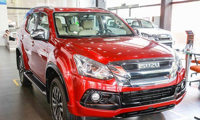 Giá xe ô tô tháng 11 tăng giảm đối nghịch