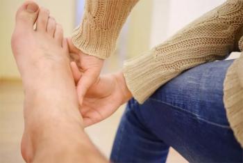 Bốn triệu chứng ở bàn chân cảnh báo gan đang kêu cứu
