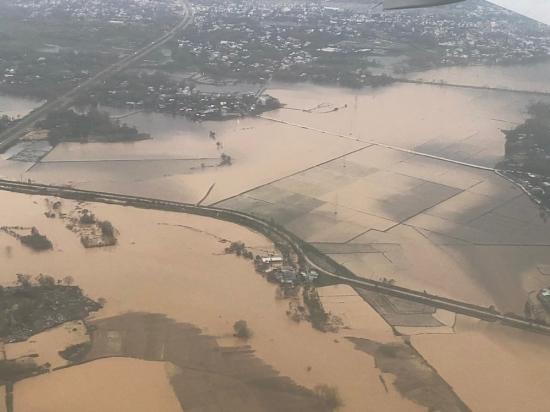 Người dân Đà Nẵng ứng phó với cơn bão số 13
