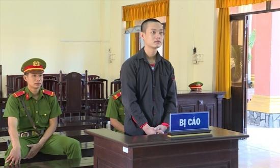 Lĩnh án 5 năm tù vì dùng tiền thật mua tiền giả về lưu hành