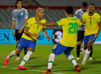 Uruguay 0-2 Brazil: Selecao nối dài mạch toàn thắng