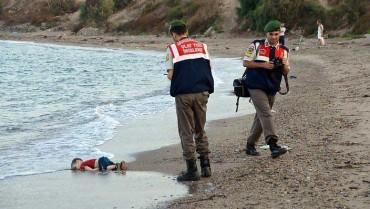 Những bức ảnh nhói lòng về khủng hoảng di cư