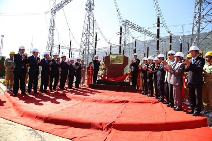 Gắn biển công trình đường dây 500kV Sơn La - Lai Châu