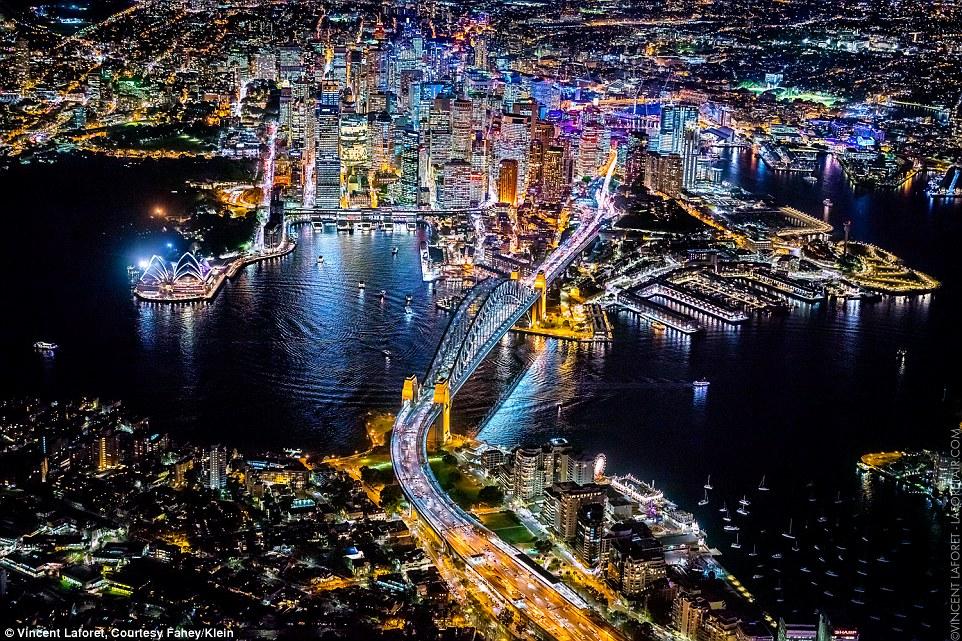 Màn đêm lung linh tại những thành phố không bao giờ ngủ