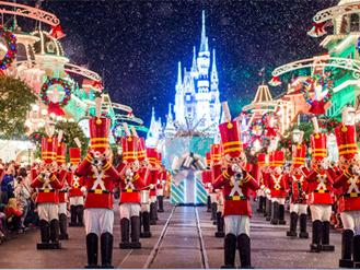 Sắc màu Giáng sinh tràn ngập đường phố Orlando