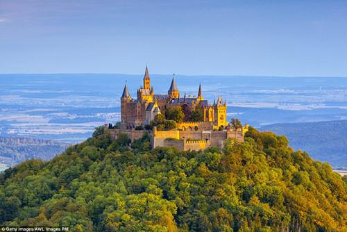 Khung cảnh thần tiên từ những tòa lâu đài lộng lẫy nhất thế giới