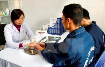 Cần có cơ chế hỗ trợ người có HIV không bảo hiểm y tế