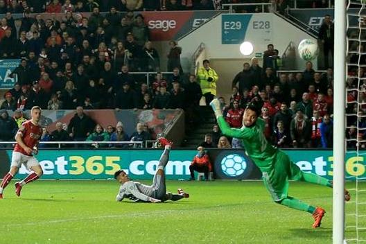 Bristol City - Man Utd 2-1: Cú sốc phút cuối