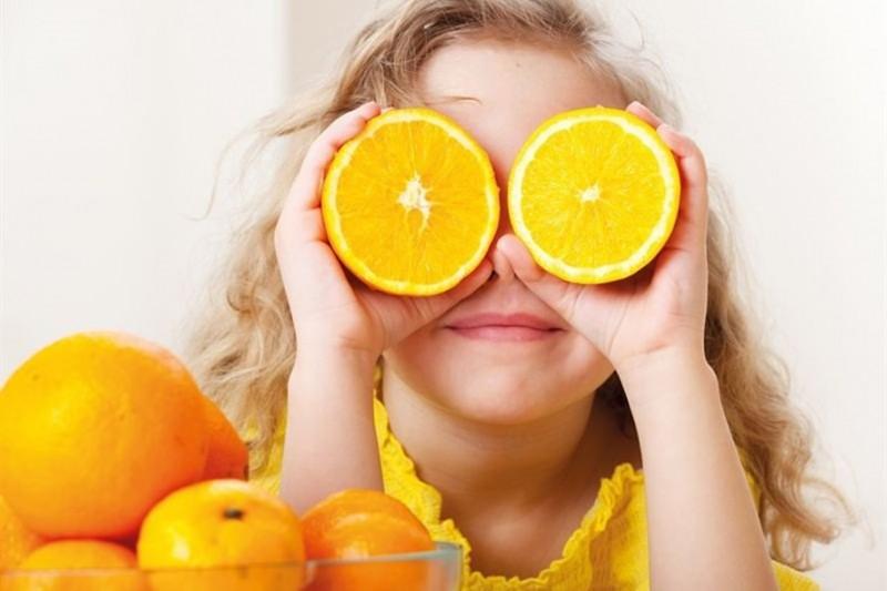 Kinh nghiệm chăm sóc trẻ: Uống nước cam vào lúc nào là tốt nhất?