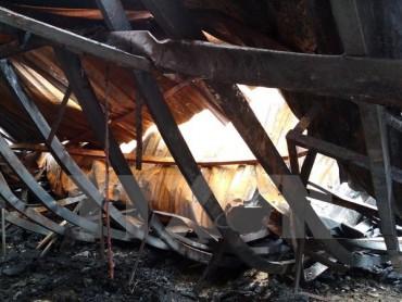 Cháy lớn tại công ty bánh kẹo Tràng An, 2 người vẫn đang mắc kẹt