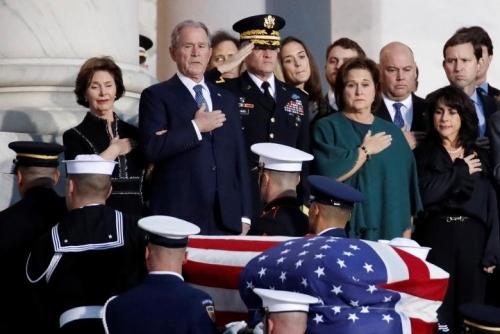 Linh cữu tổng thống Bush 'cha' dưới Mái vòm Điện Capitol