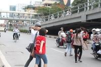 """Tản mạn về """"văn hóa giao thông"""": Chuyện sang đường (Bài 4)"""