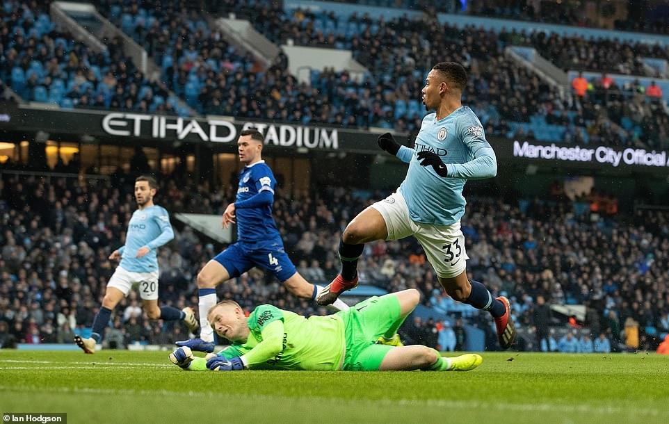 Man City 3-1 Everton: Jesus tỏa sáng, Man 'xanh' tái chiếm ngôi đầu