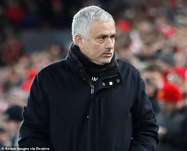 Man Utd chính thức sa thải HLV Jose Mourinho
