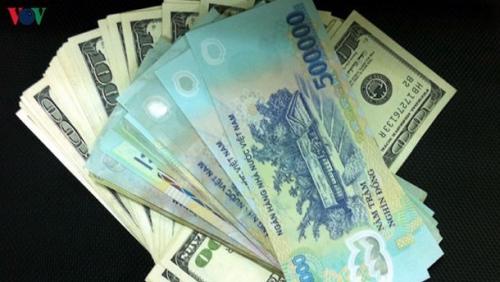 Giá USD tiếp tục giảm tại một số ngân hàng