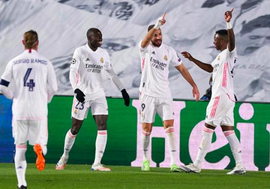 Real Madrid 2-0 Gladbach: Benzema lập cú đúp, Real vào vòng 1/8 với vị trí đầu bảng
