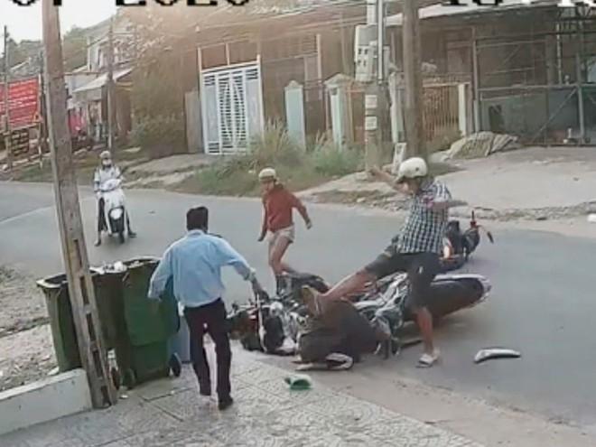 Lê Tấn Thành hung nữ sinh ở Bình Dương sau khi va quệt xe, ảnh cắt từ Clip