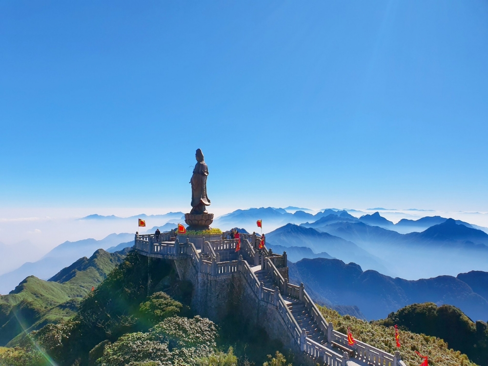 """""""Ẵm"""" nhiều giải thưởng danh giá, du lịch Việt Nam cần làm gì để phát huy?"""