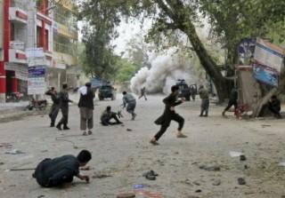 Vụ đánh bom liên tiếp tại Afghanistan khiến 133 người thương vong