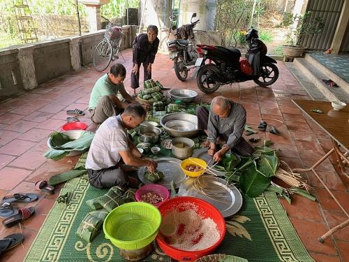 Lưu giữ hương vị Tết cổ truyền tại Làng Đông