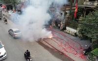 Khởi tố hình sự hai bị can đốt pháo trong đám cưới tại Sóc Sơn