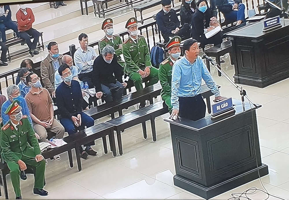 Xét xử vụ án Ethanol Phú Thọ: Bị cáo Đinh La Thăng nhận trách nhiệm thay nhân viên