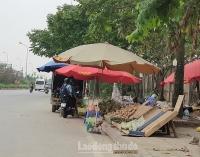 Tiềm ẩn nhiều nguy cơ từ việc 'họp chợ' trên đại lộ Thăng Long