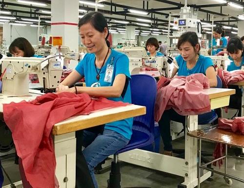 Công nhân Nguyễn Thị Hải: Tổ trưởng công đoàn giỏi việc, khéo chăm con