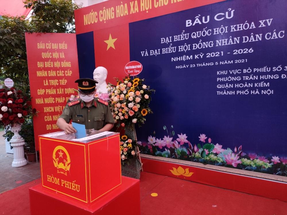 Cán bộ, chiến sĩ Công an thành phố Hà Nội nô nức đi bầu cử