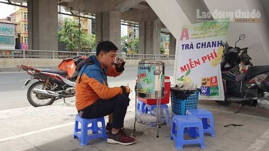 Mát lòng quán trà chanh miễn phí giữa Hà Nội trong những ngày nắng nóng đỉnh điểm