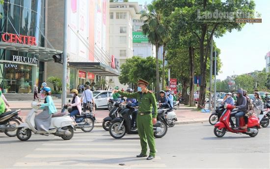 Khắc phục vi phạm giao thông tại nút giao Chùa Láng – Nguyễn Chí Thanh