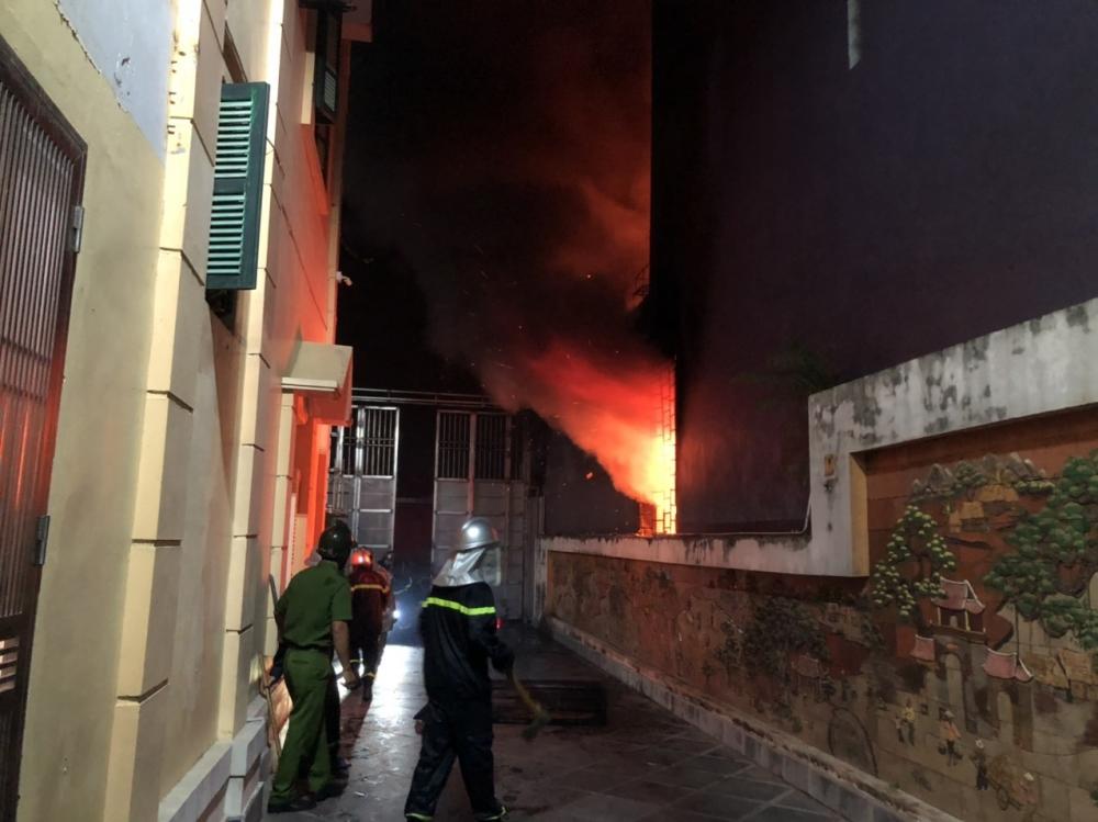 Dập tắt đám cháy tại tại phường Phú Diễn, quận Bắc Từ Liêm