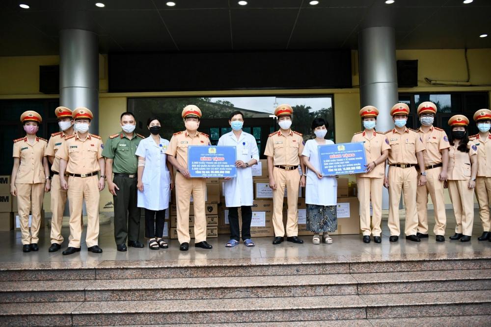 Cục Cảnh sát Giao thông đồng hành cùng  y, bác sĩ trên tuyến đầu chống dịch