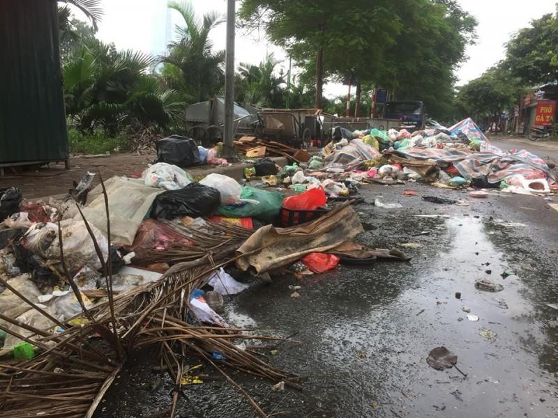 Đường Quan Hoa rác chất đống sau ngày mưa