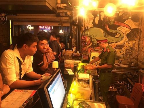 Hà Nội: Kiểm tra nhiều quán bar, thu giữ hơn 10.000 quả bóng cười