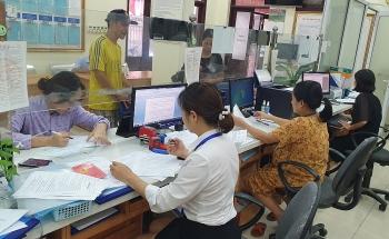 Chi trả tiền hỗ trợ từ gói 62.000 tỷ đồng tới người dân phường Trung Liệt