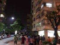 Trèo ban công sang phòng dỗ cháu, người phụ nữ rơi từ tầng 16 tử vong