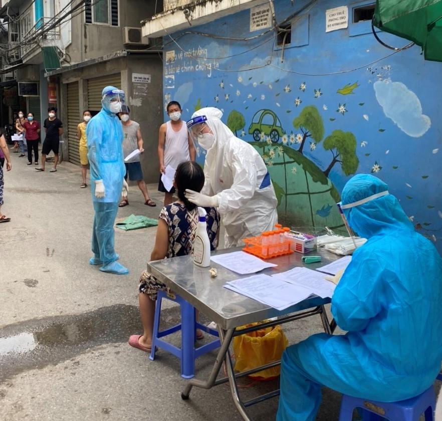 Phong tỏa và xét nghiệm cho hơn 2.000 người dân tại ngõ 328 và 330 Nguyễn Trãi