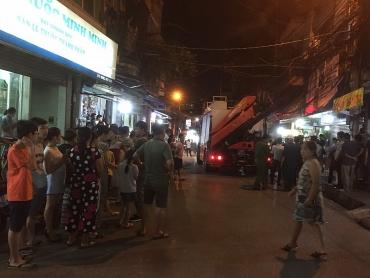Vụ cháy trên đường Đê La Thành: Người dân phát hiện 2 thi thể cháy đen ở trong phòng trọ