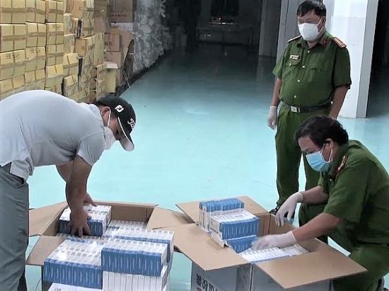 Thu giữ gần 10.000 hộp thuốc 'Liên Hoa Thanh Ôn' nhập lậu