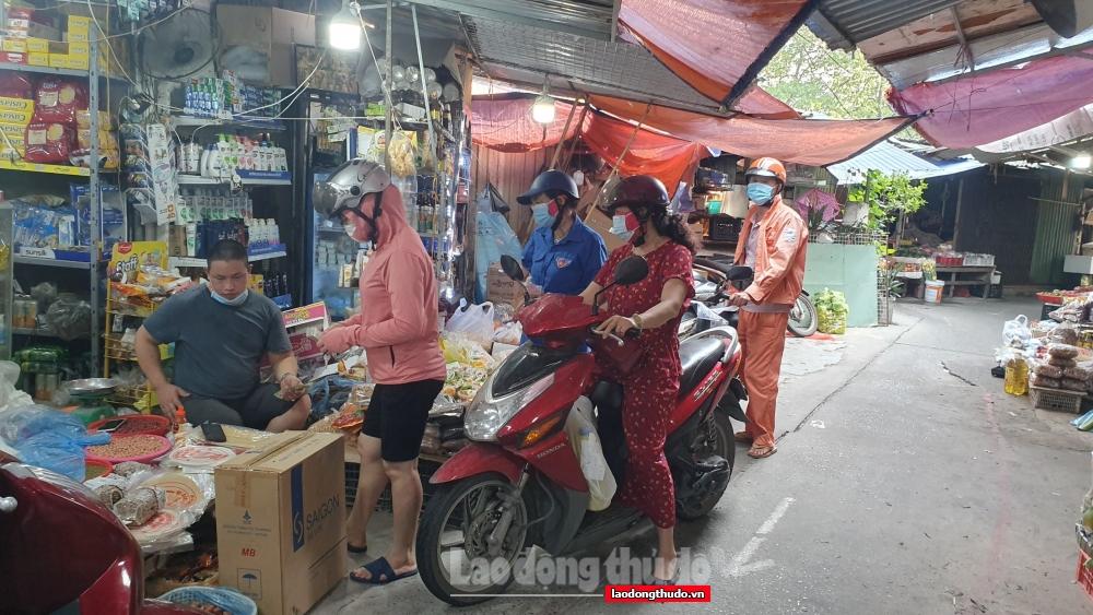 Phòng, chống dịch tại các chợ dân sinh: Nơi nghiêm túc, chỗ lơ là