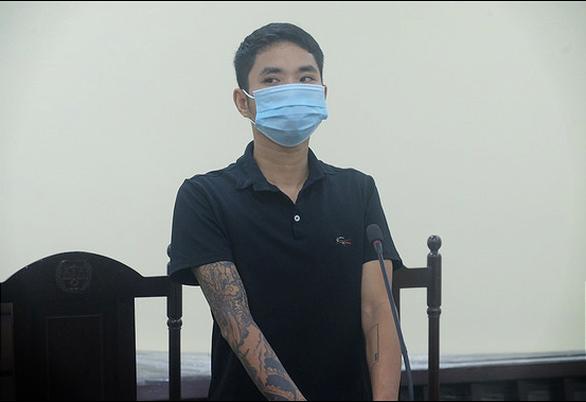 Lĩnh 12 tháng tù vì tấn công cán bộ tại chốt kiểm soát dịch Covid-19