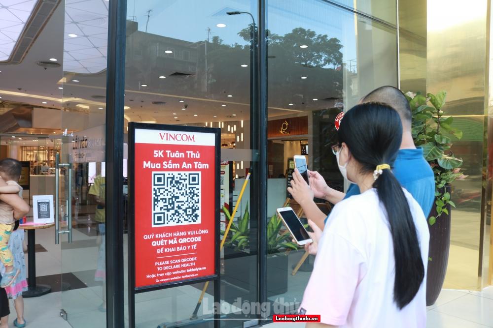 Các Trung tâm thương mại đảm bảo an toàn phòng, chống dịch trong ngày đầu mở cửa trở lại