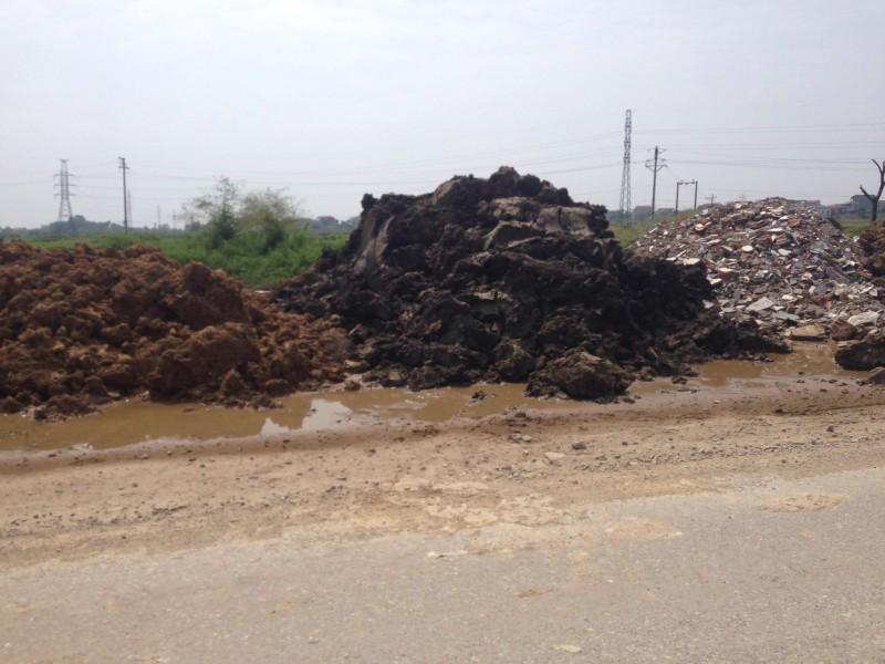 Huyện Sóc Sơn di chuyển đất thải chứa chất độc hại