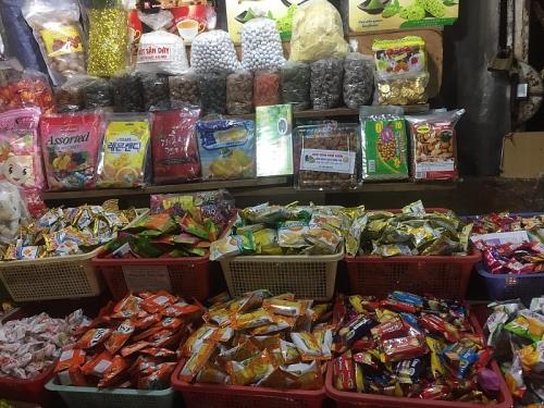 Tràn lan bánh kẹo không rõ nguồn gốc, xuất xứ