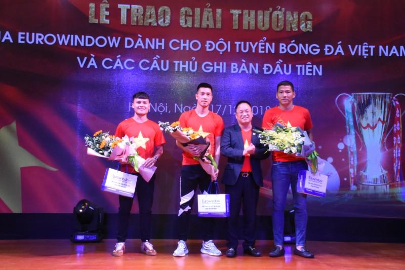 Eurowindow trao thưởng hơn 3 tỷ đồng cho đội tuyển bóng đá Việt Nam